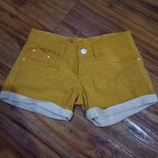 Yellow hot pant