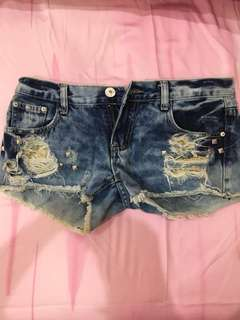 Studded short jeans