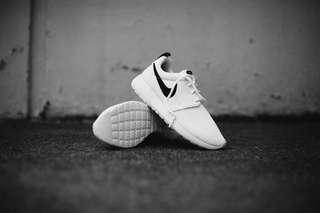 Nike Roshe One White Black