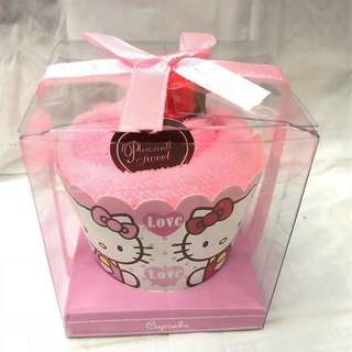 HELLO KITTY CUPCAKE TOWEL