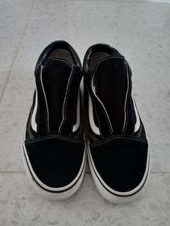 VANS SLIGHTLY USED (Old Skool)