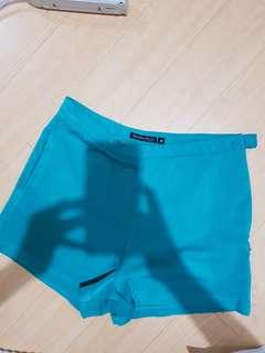 Highwaist green shorts