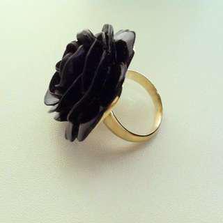 🚚 KENNETH JAY LANE Black Wild Rose Ring