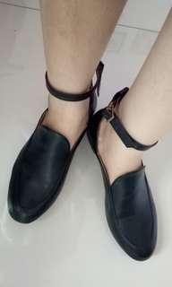 Sepatu Pantopel Hitam Wanita Adorable Projects