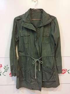 🚚 軍綠綁帶外套
