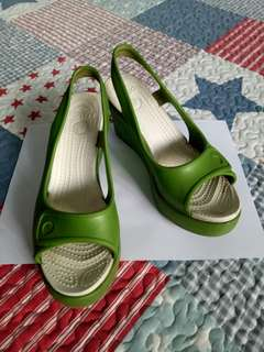Wedges crocs hijau putih