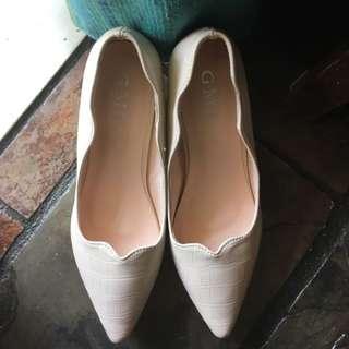 Scallop White Heels