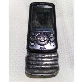 Sony Ericsson W395 (Defective Slide and no charger)