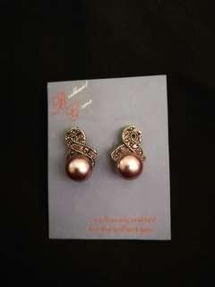 Fuschia pearl earrings