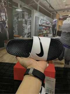Nike 新百倫防滑緩震拖鞋