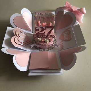 Explosion box with cake , 4 waterfall in pink, white
