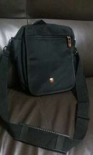 WENGER.. bag cross body for men alots of pocket gd condition