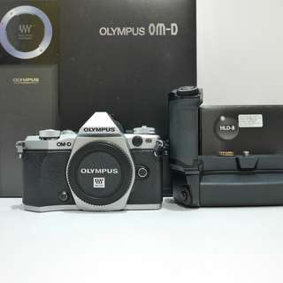 Used Olympus EM5 E-M5 Mark II + HLD-8 battery and hand grip