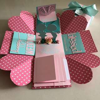 Explosion box with couple , 4 waterfall in Tiffany and pink