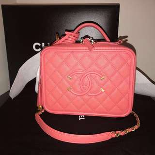 Brand new Chanel Vanity filigree M size Pink 21 cm