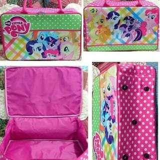 # angelfans # Bag # Travel # bag # # material # canvas # illustrated # # karkter # anak2 ## # size # 40 * 28 * 16 cm # #spot # # luggage # # skin #sintentiss # sash # # + # # reseleting + rubber + taliselempang # + hook # wear #