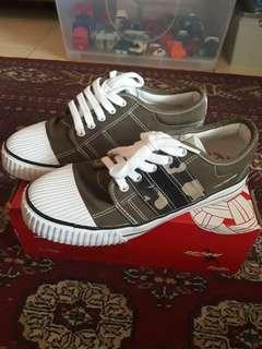 Pallas spot shoes