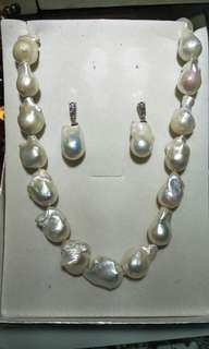 WHITE BAROQUE PEARL (Necklacr & Earring)