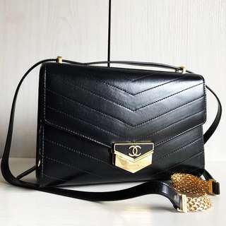 Chanel Classic Flap Bag (Just look at the price without looking at quality.Please bypass,Tq)
