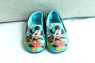 Sepatu Mickey Mouse