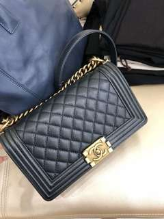 Chanel 黑藍色荔枝牛皮 leboy 25cm 99新