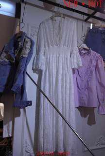 韓 白色蕾絲V領長洋裝