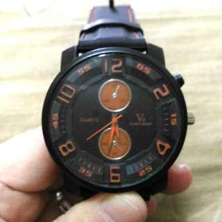 🚚 大錶徑假三眼手錶,橡膠錶帶的,黑色的非常好看,錶徑4.7公分,戴起來很有個性喔!