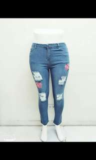Emboiderry tattered jeans 💰460  Sizs 30-40 Stretch  *cs