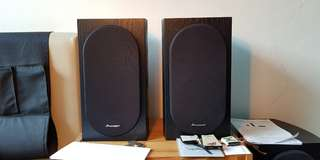 Pioneer SP-BS22-LR Andrew Jones Designed Bookshelf Speakers