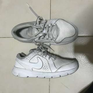 AUTHENTIC NIKE WHITE RUNNING SHOES