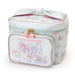 【預購】日本   雙子星/雙星仙子(568864):PU+皮革*化妝品收納包(尺寸:約25×18×18cm)_免運。