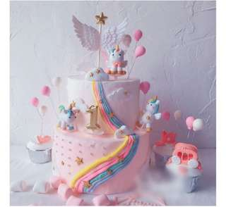 Perfect your cake with pretty toppers!