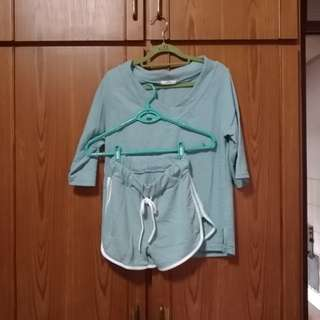 🚚 正韓 湖水綠運動服 ( 含短褲賣)