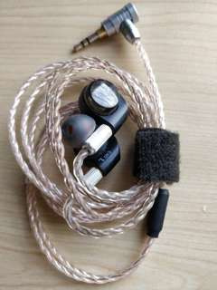 Audio technica ath-e40 iem earphones