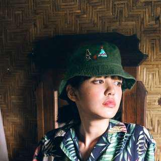 :::OH YEAH!:::泰國設計品牌 WM石洗刺繡漁夫帽BucketHat噴火恐龍羊駝刺蝟露營熊黑藍綠三色 夏天必備