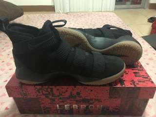 Lebron soldier 11 black gum
