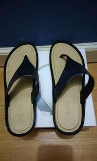 Shuta Flat Sandals