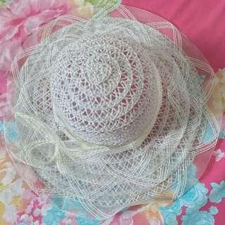 Topi pantai putih