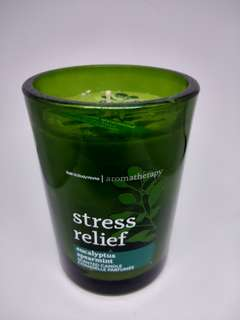 "Lilin aromaterapi dengan aroma ""stress relief"""
