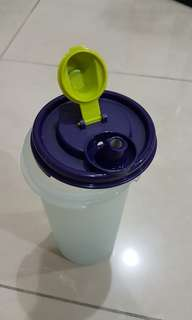 Tupperware store and pour