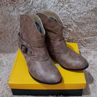 Sepatu Boots Apricot Brown size 41 besar