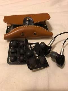 大平賣 iBasso it03 95% new 三單元圈鐵耳機 100%work 好好聲