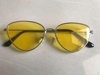 Sunglasses kuning