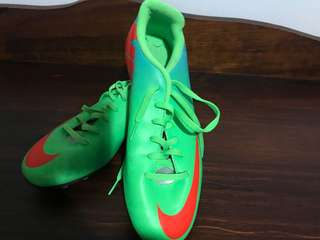 """As new"" boys Nike boys football boots - US Sz 6Y/Eu 38.5"
