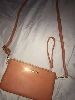 Steve Madden Small bag with powerbank