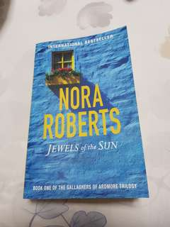 Nora Roberts- Jewels of the Sun
