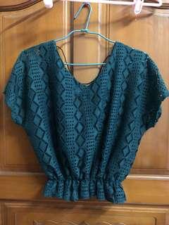 🚚 鏤空V領菱格綠色短版針織罩衫