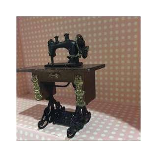 🚚 超迷你 鐵製縫紉機