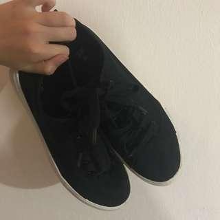*H&M* Black Sneakers