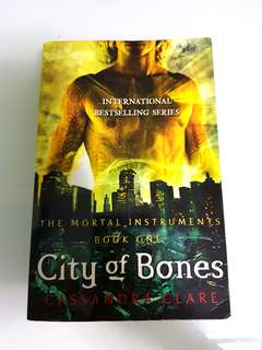 🚚 City of Bones by Cassandra Clare - The Mortal Instruments Book One